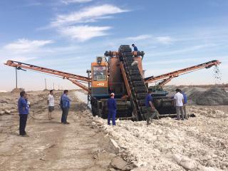 内蒙古挖盐船施工现场