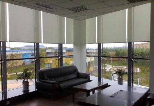 新明珠窗饰告诉您写字楼怎样选择办公窗帘?