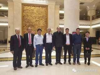 中国食用菌协会常务会长专家高茂林一同合影