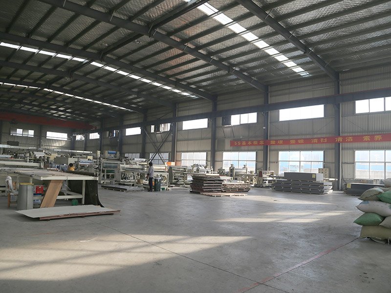 木纹铝塑板定制生产车间