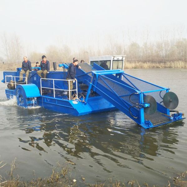 福建水草收割船