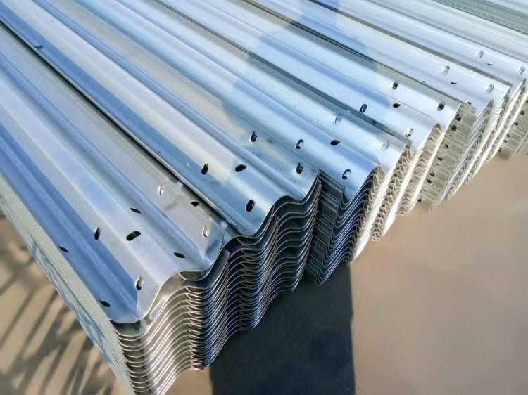 在哪能买到高质量波形护栏|金昌波形护栏公司