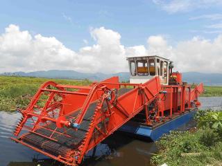 乌干达水面割草清理船