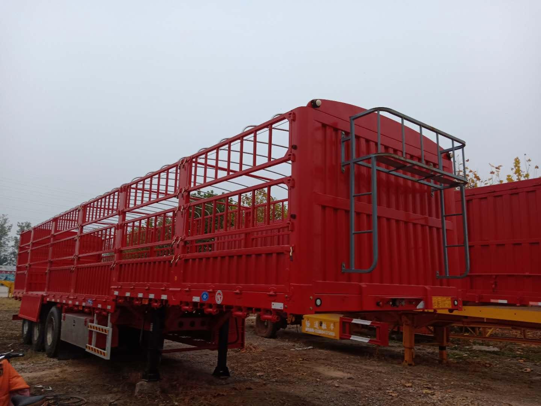 大量供应优良的仓栅式运输半挂车 高低高半挂车