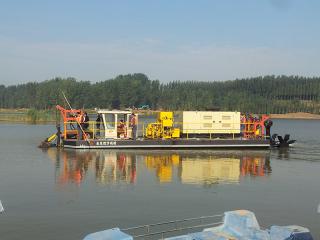 俄罗斯割草清淤船
